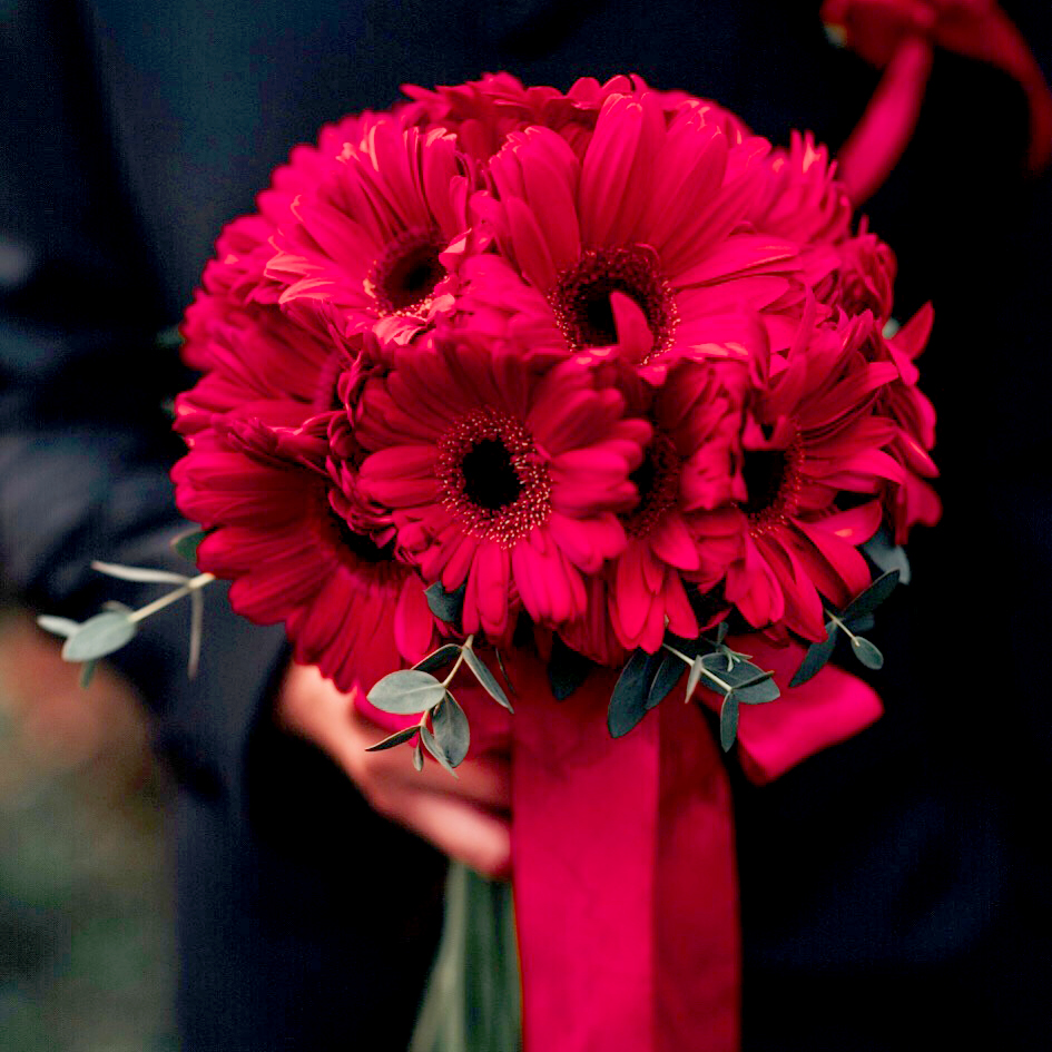 Bridal bouquet - red daisy