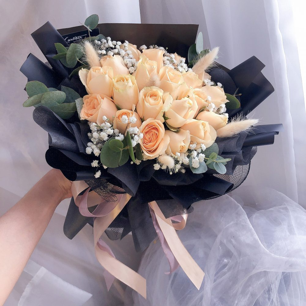 Champagne Roses Bouquet - 18 stalks