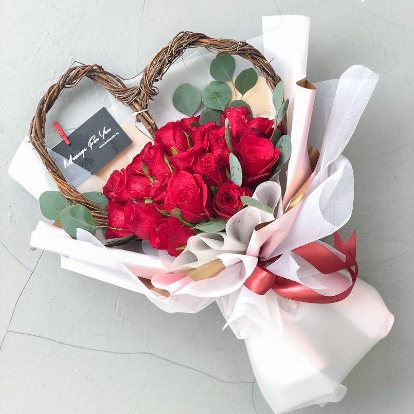 Signature Roses Bouquet - 18 Stalks