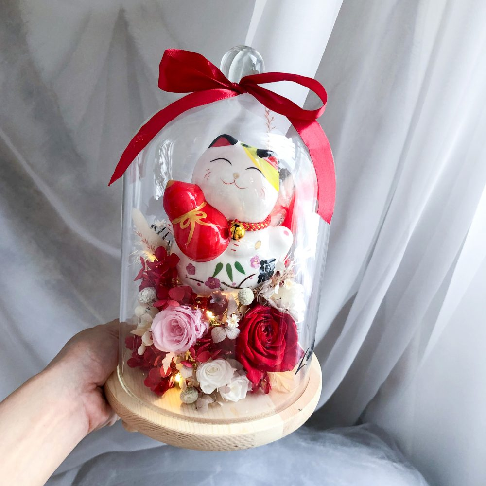 Flower Dome with fortune cat