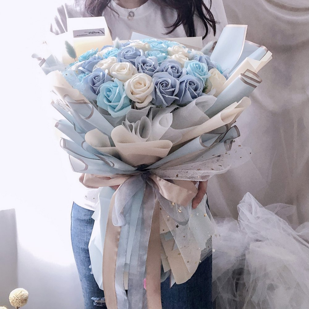 50 Soap Flowers with lights (Blue Theme)